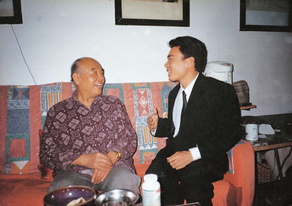 1996年陈博洲作客于中国作协副主席李凖(左)家中