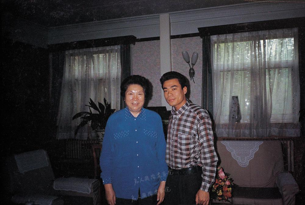 1996年夏天全国人大副委员长陈幕华在北京家中接见陈博洲