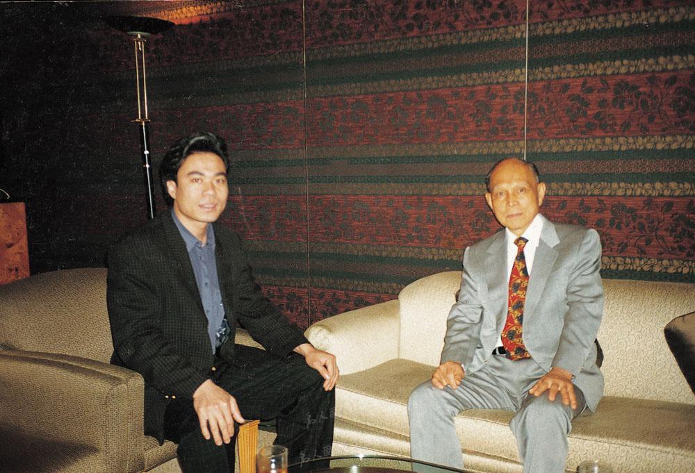1999年4月全国政协副主席霍英东在香港君悦酒店接见陈博洲